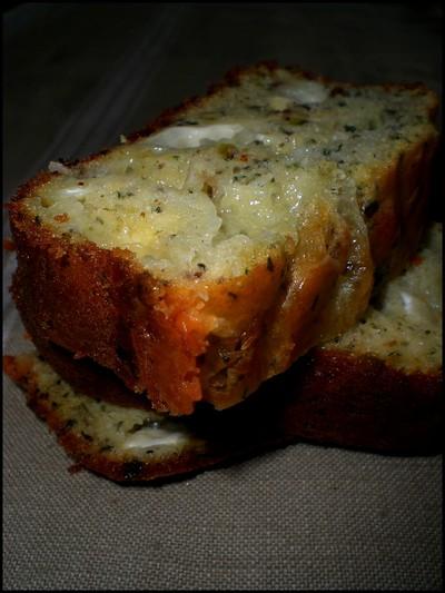 recette - cake moelleux au pesto de pistaches et au chèvre