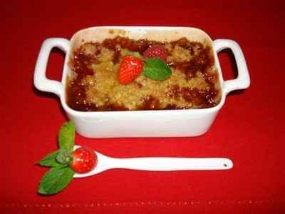recette - crumble de fraises et framboises au caramel de balsamique