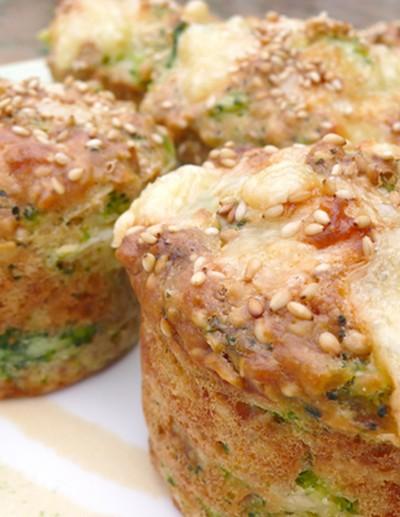 recette - muffins emmental, sésame et brocolis