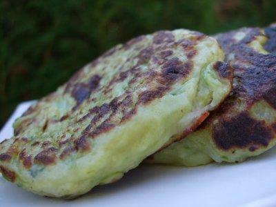 recette - petites crêpes de courgettes à la mozzarella