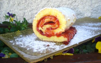 recette - roulé à la fraise et confiture de fraises