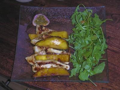 recette - salade tiède de poulet à la mangue et au fruit de la passion
