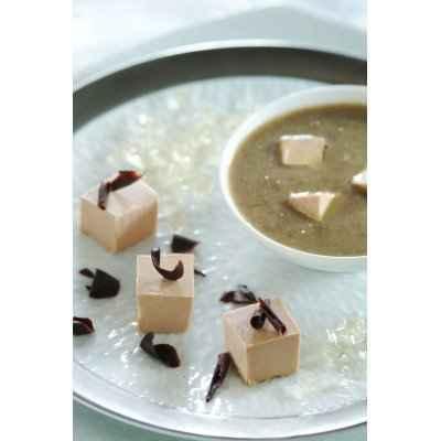 recette - dés de foie gras aux éclats de chocolat noir et velouté lentilles/foie