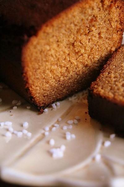 recette - gâteau moelleux aux épices et au miel