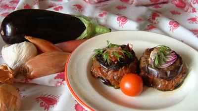 recette - petites charlottes d'aubergines aux tomates séchées et à l'ail doux