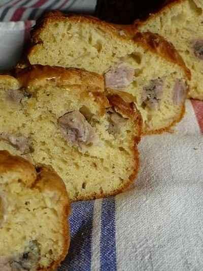recette - cake aux oignons rosés confits et à l'andouille de vire