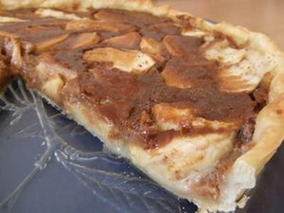 recette - tarte crémeuse aux pommes et aux carambars
