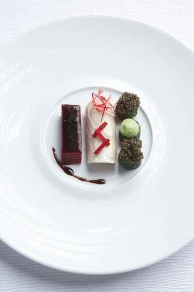 recette - bar de ligne, betteraves rouges, caviar osciètre d'iran