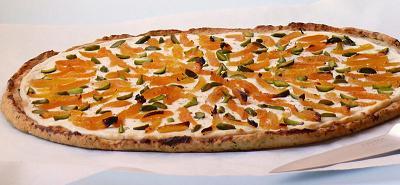 recette - tarte fine parmesan, basilic, chèvre frais, abricot & pistache