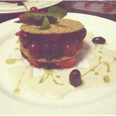 recette - craquelin de sésame aux fruits rouges aux olives noires confites, et h