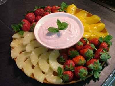 recette - fruits frais et dip à la framboise