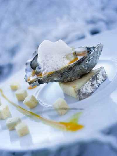 recette - huîtres tièdes sur coulis de potimarron à l'écume de tomme de savoie