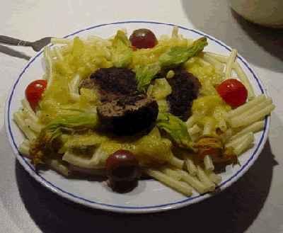 recette - macaronis à la sauce de tomates jaunes