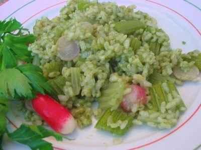 recette - risotto aux céleri branche et radis, en bouillon de fanes
