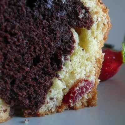 recette - cake marbré chocolat / fraises séchées