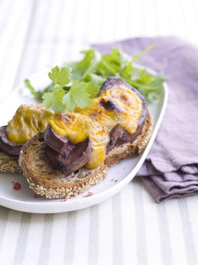 recette - crostini de rognons de porc gratinés au fromage et à la bière