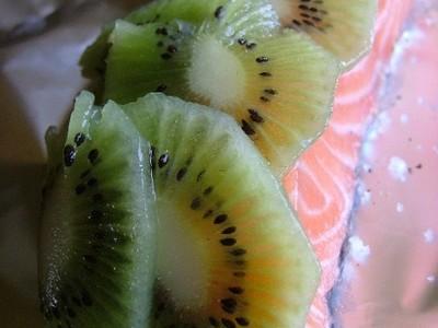 recette - papillote de saumon frais aux écailles de kiwi