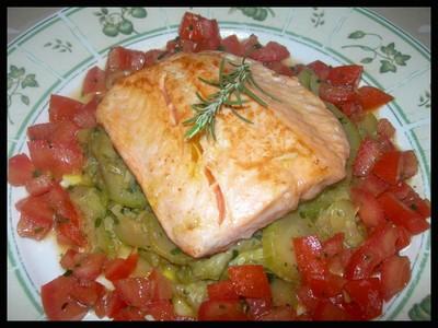 recette - saumon de maître taka sur son lit de courgettes fondantes