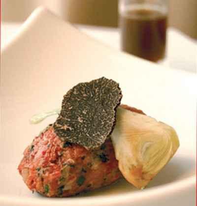 recette - tartare de bazadaise truffé, consommé chaud à la pomme de terre brûlée