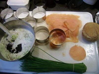 recette - tartare de saumon avec son taboulé maison et sa quenelle avocat pomme