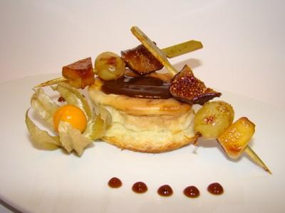 recette - petit far aux abricots moelleux et raisins blonds, brochettes de fruit