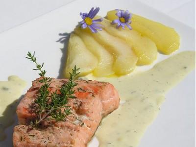 recette - saumon à la poire, sauce roquefort papillon