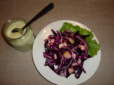 recette - chou rouge râpé à la pomme sauce yaourt aux herbes