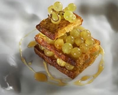 recette - millefeuille de pain perdu aux épices et chasselas au frontignan