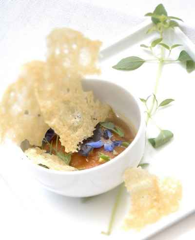 recette - raviole de tomate à la tomate, bouillon d'oignon doux