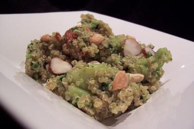 recette - salade chaude de quinoa aux brocolis, chorizo et deux noix