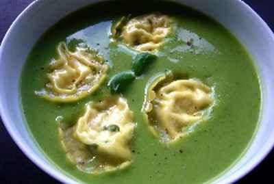 recette - soupe de petits pois et courgettes aux raviolis de ricotta