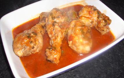 Recette cuisses de poulet marin es la sauce tomate - Comment cuisiner une cuisse de poulet ...