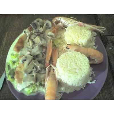 recette - escalopes sur lit de poireaux, champignons et langoustines