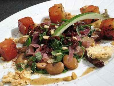 recette - salade tiède et croquante de fèves et de pastèque au sumac