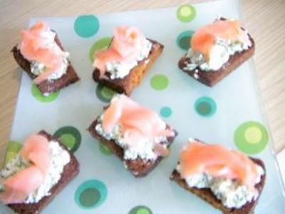 recette - toasts de pain d'épices sans gluten au saumon