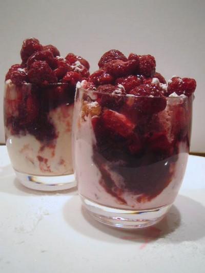 recette - verrine de framboises et biscuits roses