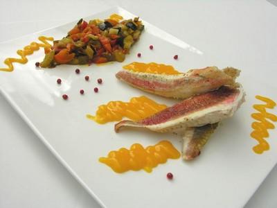 recette - filets de rougets au coulis de mangue et arlequin de légumes