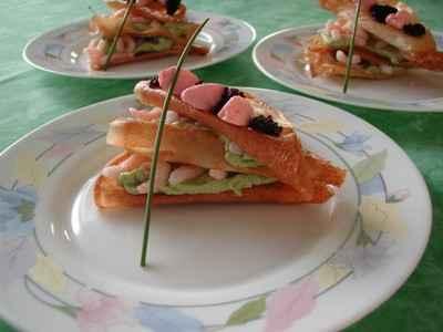 recette - mille feuille d'avocat au saumon