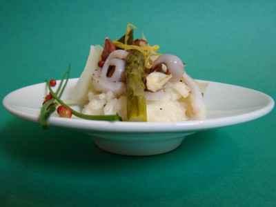 recette - risotto aux asperges vertes, encornets, noisettes et parmesan